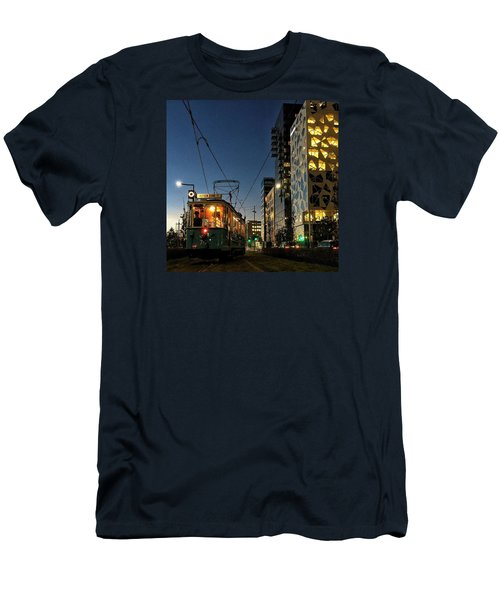 Oslo By Night  Men's T-Shirt (Athletic Fit)
