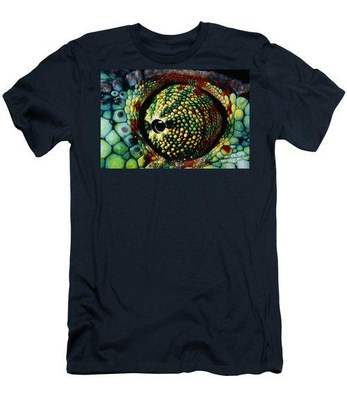 Panther Chameleon Eye Men's T-Shirt (Athletic Fit)