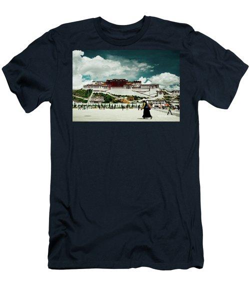 Potala Palace. Lhasa, Tibet. Yantra.lv Men's T-Shirt (Athletic Fit)