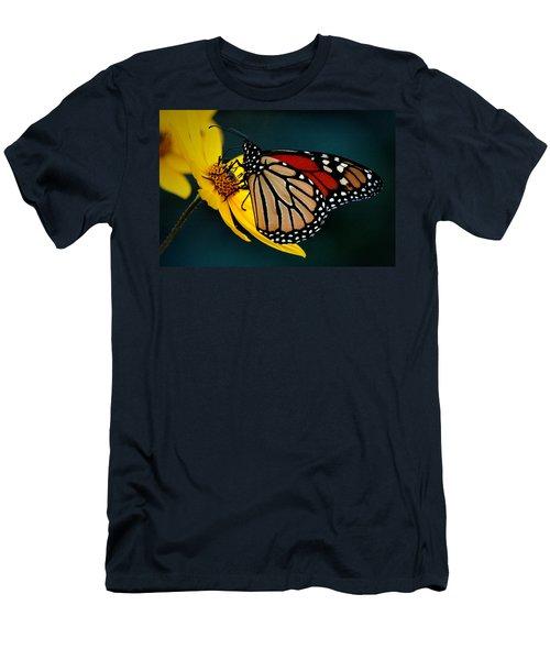 Queen Monarch 2 Men's T-Shirt (Athletic Fit)