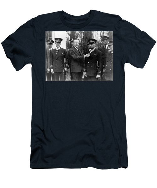 Richard Byrd And Floyd Bennett - Medal Of Honor Presentation - 1927 Men's T-Shirt (Athletic Fit)
