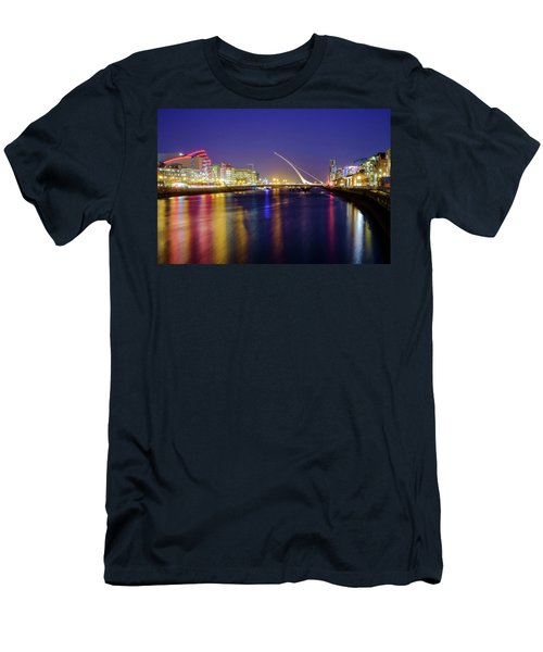 River Liffey In Dublin At Dusk Men's T-Shirt (Athletic Fit)