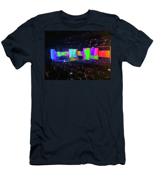 Roger Waters Tour 2017 - Another Brick In The Wall II  Men's T-Shirt (Athletic Fit)