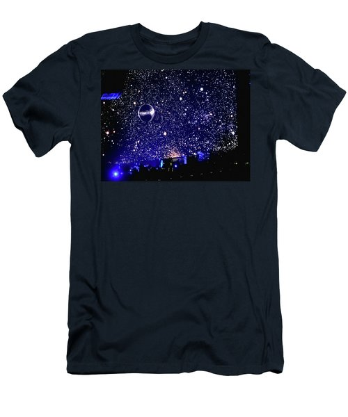 Roger Waters Tour 2017 - When We Were Young  Men's T-Shirt (Athletic Fit)