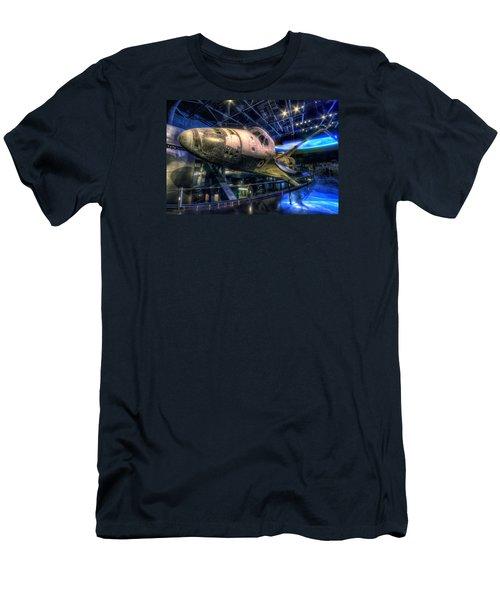 Shuttle Atlantis Men's T-Shirt (Athletic Fit)