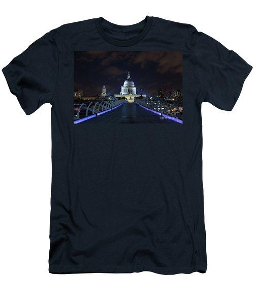 St Paul's Cathedral And The Millennium Bridge Men's T-Shirt (Athletic Fit)