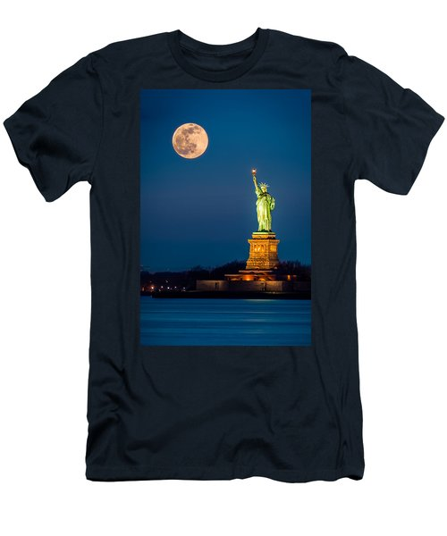 Statue Of Liberty And A Rising Supermoon In New York City Men's T-Shirt (Athletic Fit)