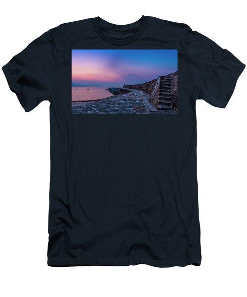 Sunrise On The Cobb, Lyme Regis, Dorset, Uk. Men's T-Shirt (Athletic Fit)