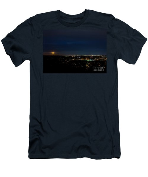 Super Moon 2016 Rises Over Boston Massachusetts Men's T-Shirt (Athletic Fit)