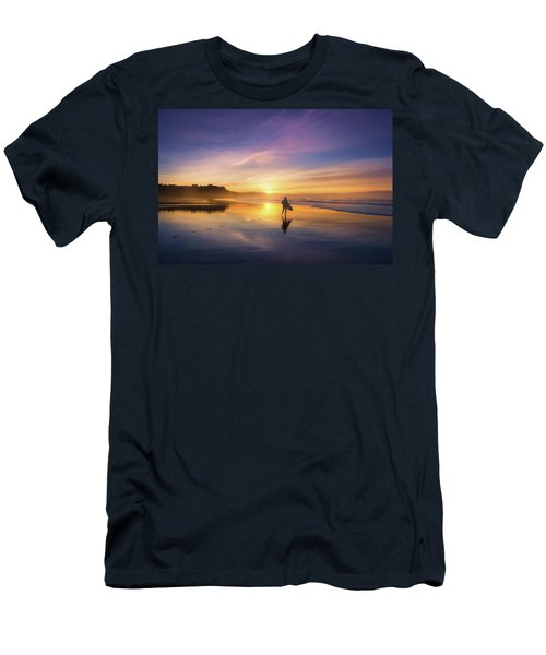 Surfer In Beach At Sunset Men's T-Shirt (Athletic Fit)
