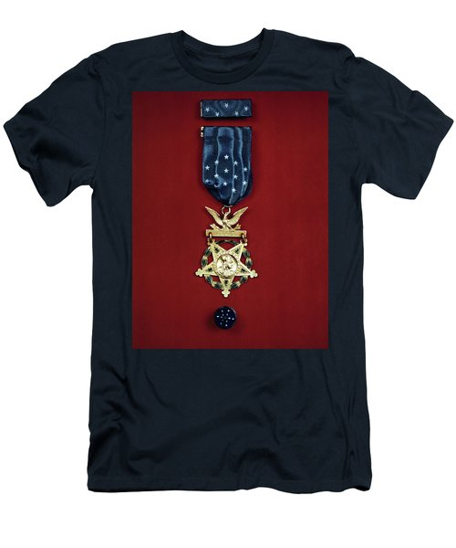 United States Medal Of Honor 1943 Men's T-Shirt (Athletic Fit)