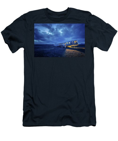Dc-3 Plane Wreck Illuminated Night Iceland Men's T-Shirt (Athletic Fit)