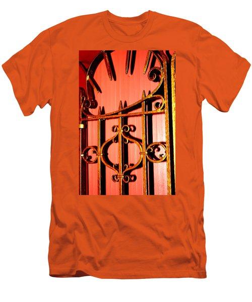 Golden Gate Men's T-Shirt (Athletic Fit)