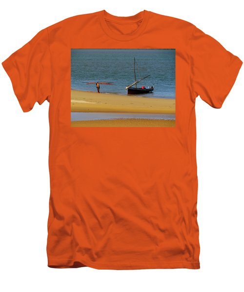 Lamu Island - Wooden Fishing Dhow Getting Unloaded - Colour Men's T-Shirt (Athletic Fit)