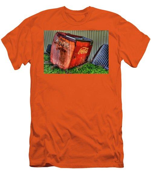 Old Coke Box Men's T-Shirt (Athletic Fit)