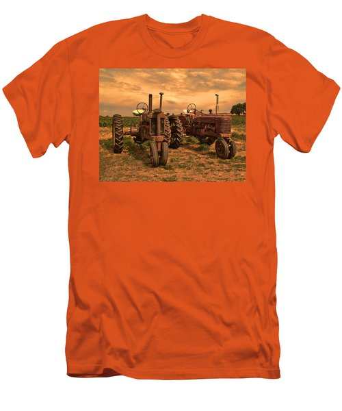 Sunset On The Tractors Men's T-Shirt (Athletic Fit)