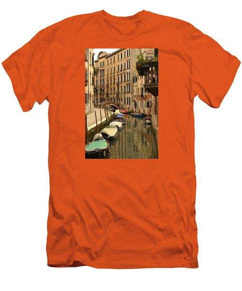 Venice Street Scene 2 Men's T-Shirt (Athletic Fit)
