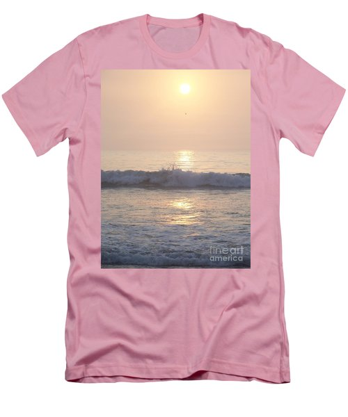 Hampton Beach Wave Ends With A Splash Men's T-Shirt (Athletic Fit)