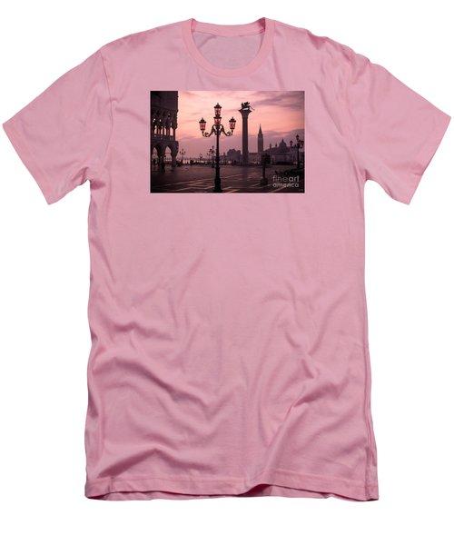 Lamppost Of Venice Men's T-Shirt (Athletic Fit)