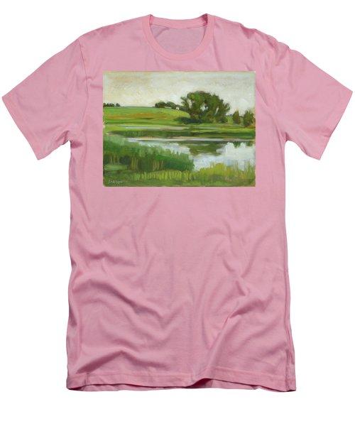Distant Farm Men's T-Shirt (Athletic Fit)