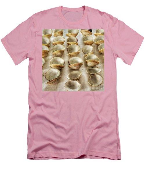 Maine Clam Shells Men's T-Shirt (Athletic Fit)