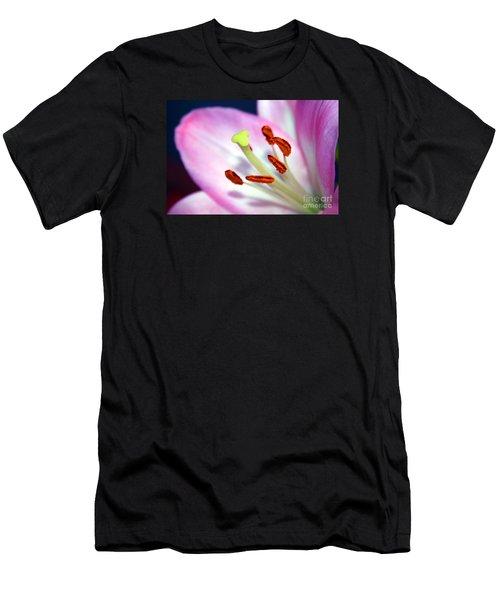 00302 Detail Men's T-Shirt (Athletic Fit)