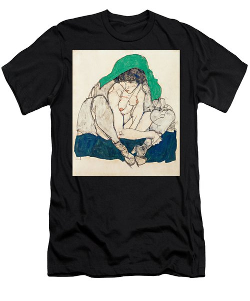 Crouching Woman With Green Headscarf Men's T-Shirt (Athletic Fit)