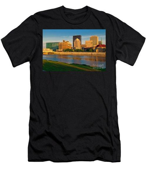 D4u-379 Dayton Skyline Photo Men's T-Shirt (Athletic Fit)