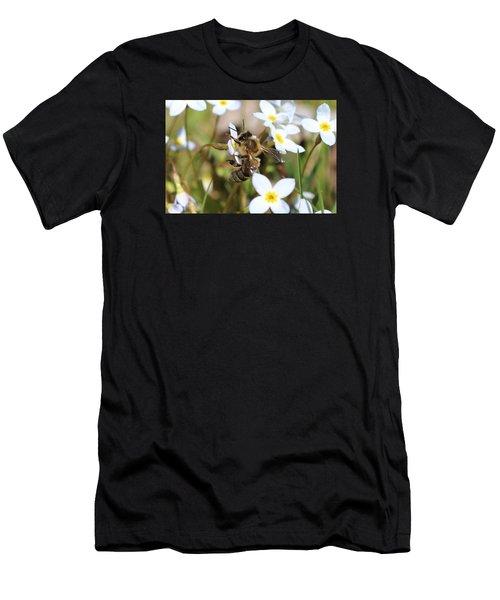 Honeybee On Bluet Men's T-Shirt (Athletic Fit)