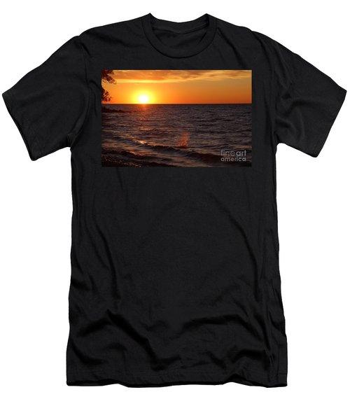 Lake Ontario Sunset Men's T-Shirt (Athletic Fit)