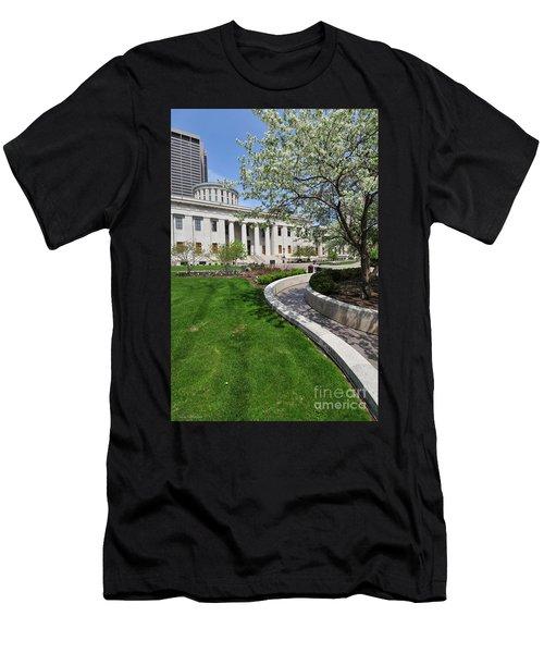 D13l-145 Ohio Statehouse Photo Men's T-Shirt (Athletic Fit)