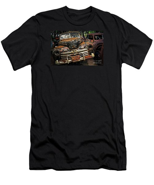 Old Rusty Ford Men's T-Shirt (Athletic Fit)