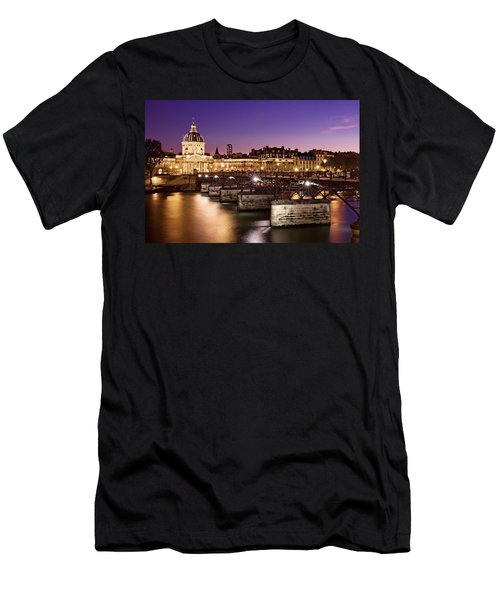 Pont Des Arts And Institut De France / Paris Men's T-Shirt (Athletic Fit)