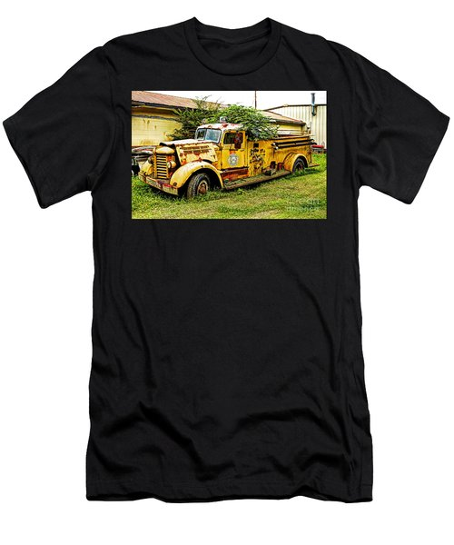 1954 Federal Fire Engine Men's T-Shirt (Athletic Fit)