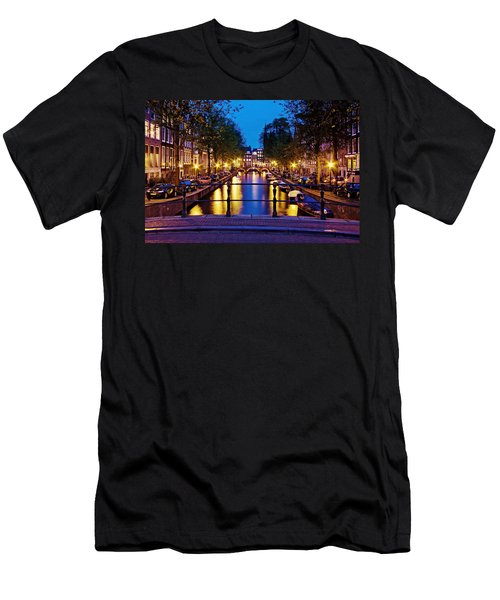 Leidsegracht Canal At Night / Amsterdam Men's T-Shirt (Athletic Fit)