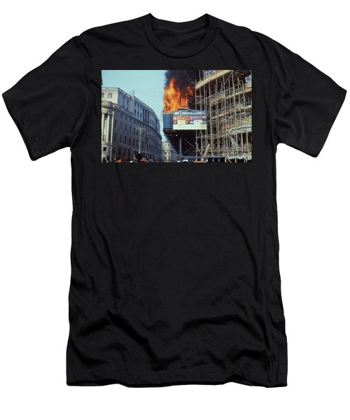 Poll Tax Riots London Men's T-Shirt (Athletic Fit)