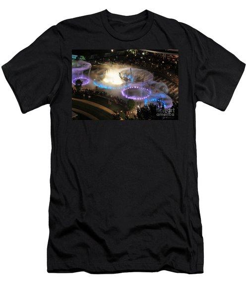 D101l-216 Scioto Mile Riverfront Park Fountain Photo Men's T-Shirt (Athletic Fit)