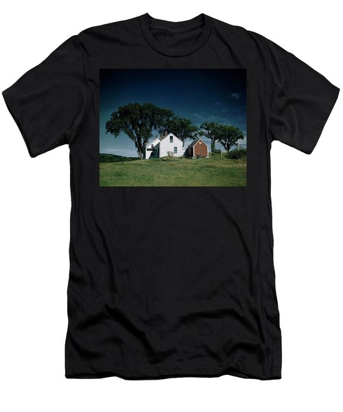 A White House In The Countryside Men's T-Shirt (Athletic Fit)