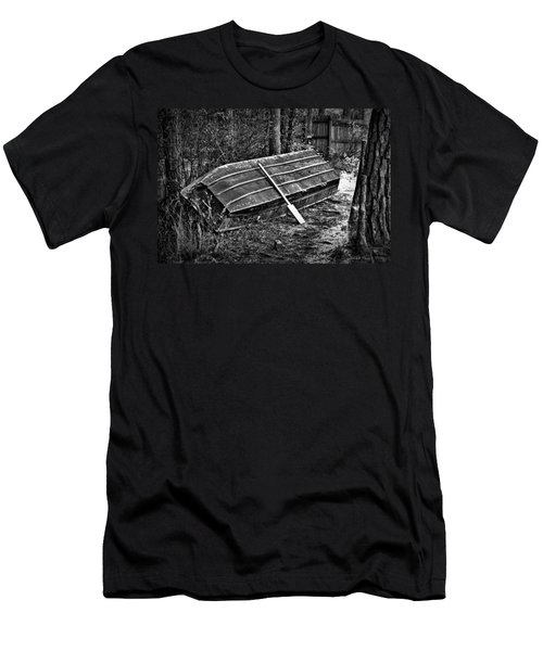 Abandoned Rowboat Men's T-Shirt (Athletic Fit)
