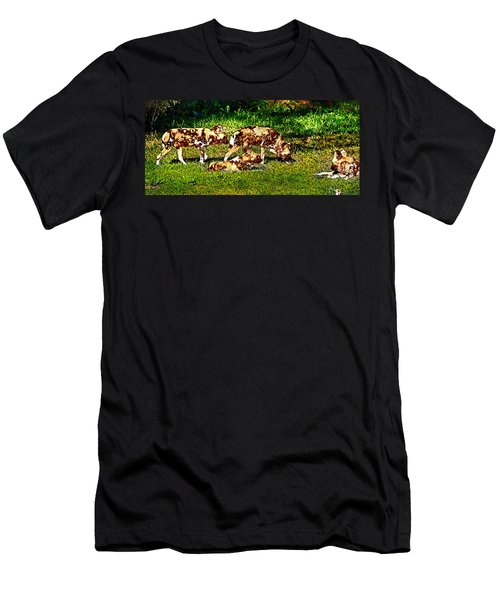 African Wild Dog Family Men's T-Shirt (Athletic Fit)