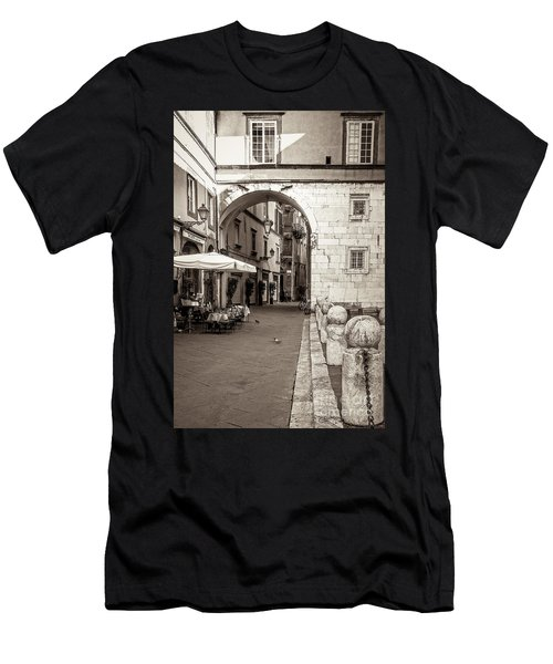 Archway Over Street Men's T-Shirt (Athletic Fit)