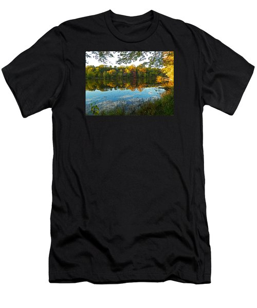 Autumn Beauty At Buddy Attics Lake Men's T-Shirt (Athletic Fit)