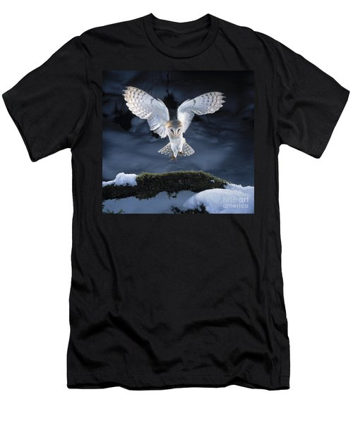 Barn Owl Landing Men's T-Shirt (Athletic Fit)