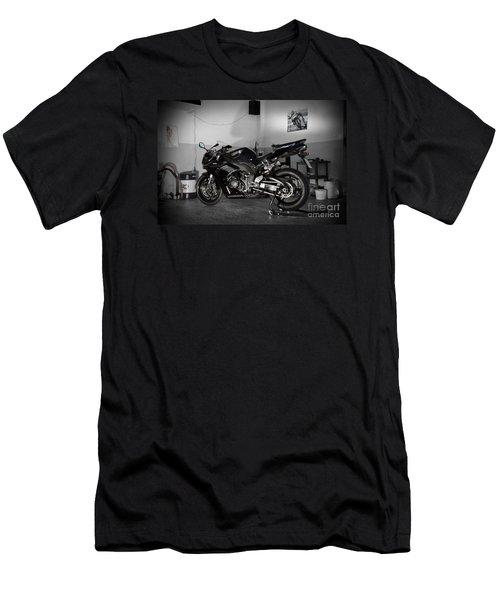 Black 2007 Honda Cbr1000rr Men's T-Shirt (Athletic Fit)