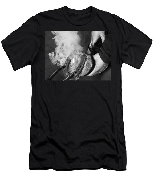Blacksmith With Horseshoe - Traditional Craft Men's T-Shirt (Athletic Fit)
