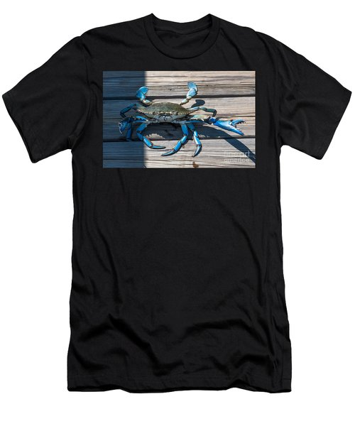 Blue Crab Pincher Men's T-Shirt (Athletic Fit)