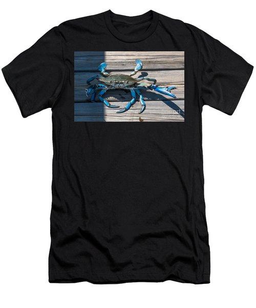 Blue Crab Pincher Men's T-Shirt (Athletic Fit)