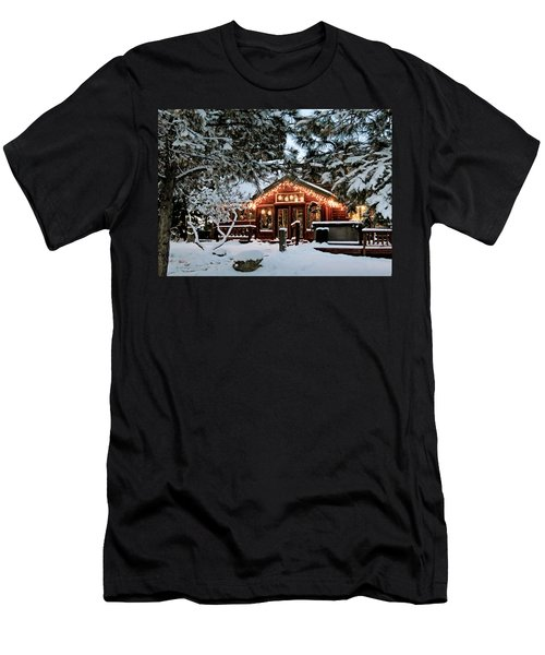 Cabin With Christmas Lights Men's T-Shirt (Athletic Fit)