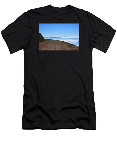 Camino En Volcan Nevado De Toluca Men's T-Shirt (Athletic Fit)