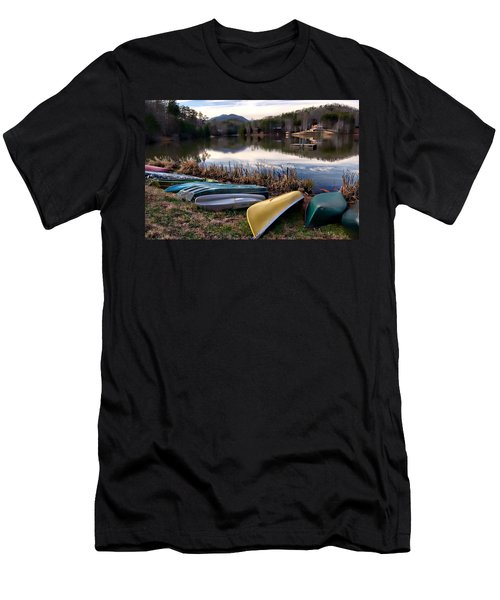 Canoes In Nc Men's T-Shirt (Athletic Fit)